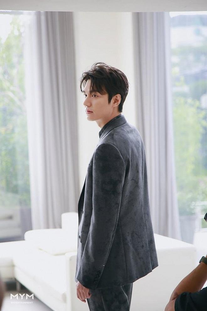 Ve ngoai khong qua chinh sua cua Lee Min Ho hinh anh 7