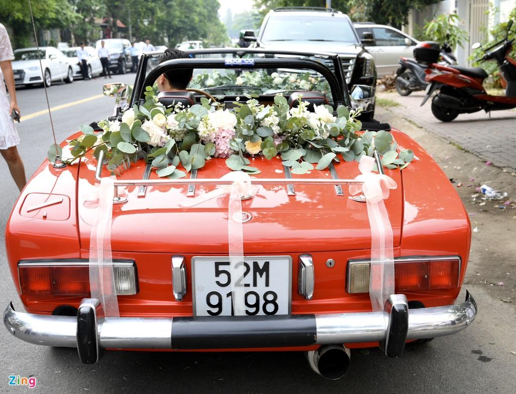 Dan xe sang trong le an hoi Dong Nhi - Ong Cao Thang hinh anh 2