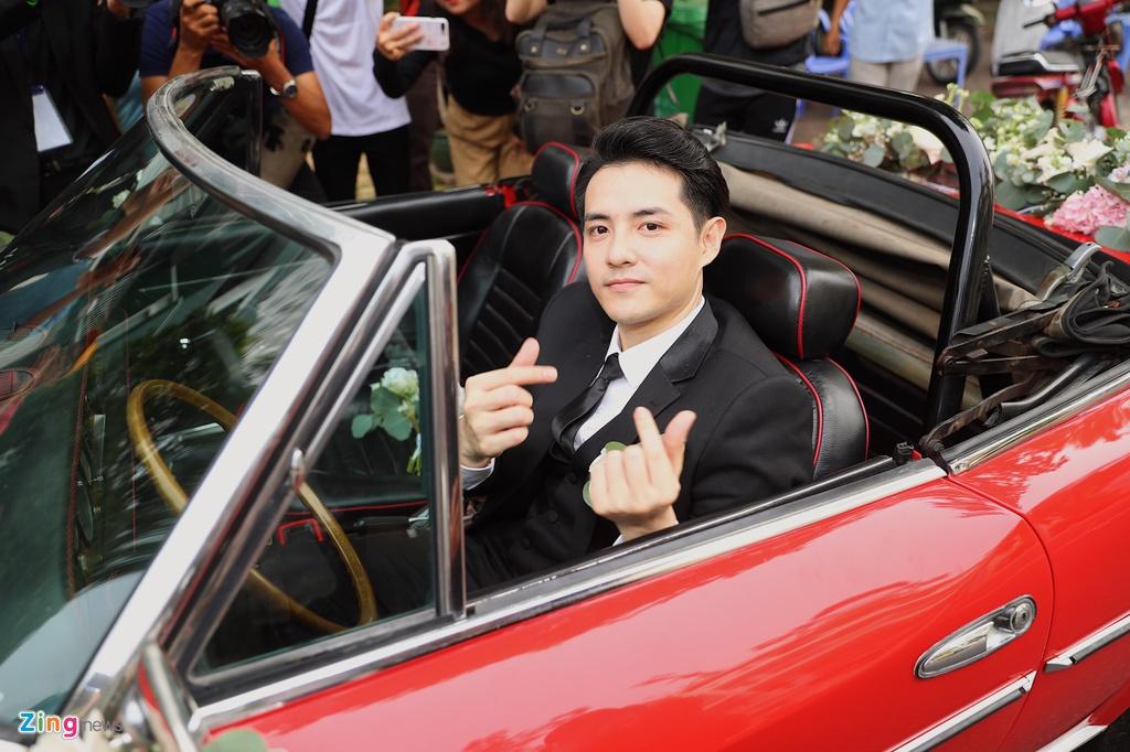 Dan xe sang trong le an hoi Dong Nhi - Ong Cao Thang hinh anh 11