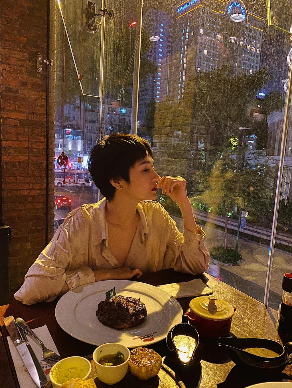 Bao Anh cat toc tem, mac goi cam sau chia tay Ho Quang Hieu hinh anh 3