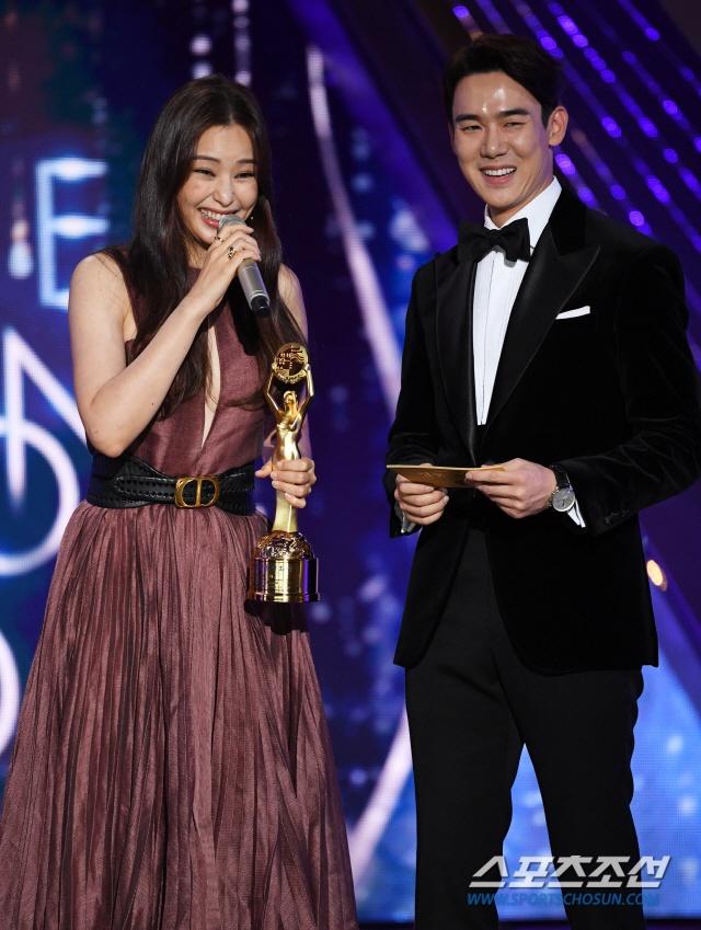 'Ky sinh trung' thang 5 giai lon tai 'Oscar Han Quoc' hinh anh 13