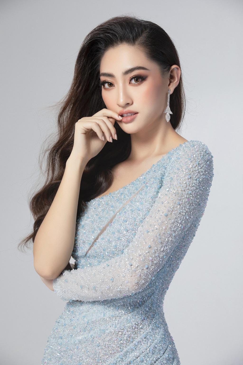 Luong Thuy Linh mac vay xe cao khoe chan 1,22 m o chung ket Miss World hinh anh 2 null