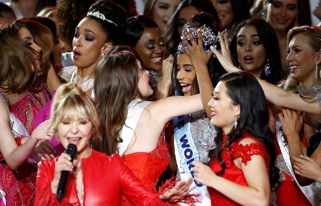 Nguoi dep Jamaica hoang mang khi dang quang Miss World 2019 hinh anh 6 2019-12-14T182803Z_283747686_RC26VD9R72IQ_RTRMADP_3_BRITAIN-MISSWORLD.JPG