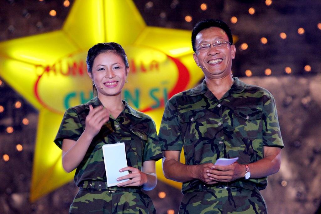 Hinh anh MC Lai Van Sam, Hoang Linh dan Chung toi la chien si tu 2006 hinh anh 1