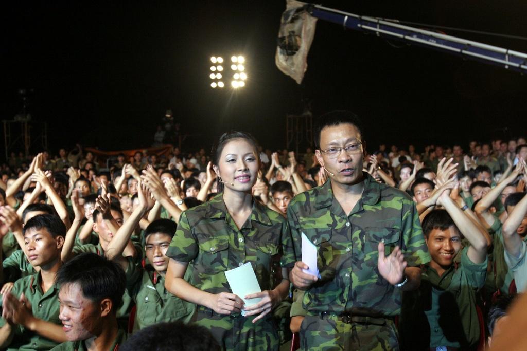 Hinh anh MC Lai Van Sam, Hoang Linh dan Chung toi la chien si tu 2006 hinh anh 3