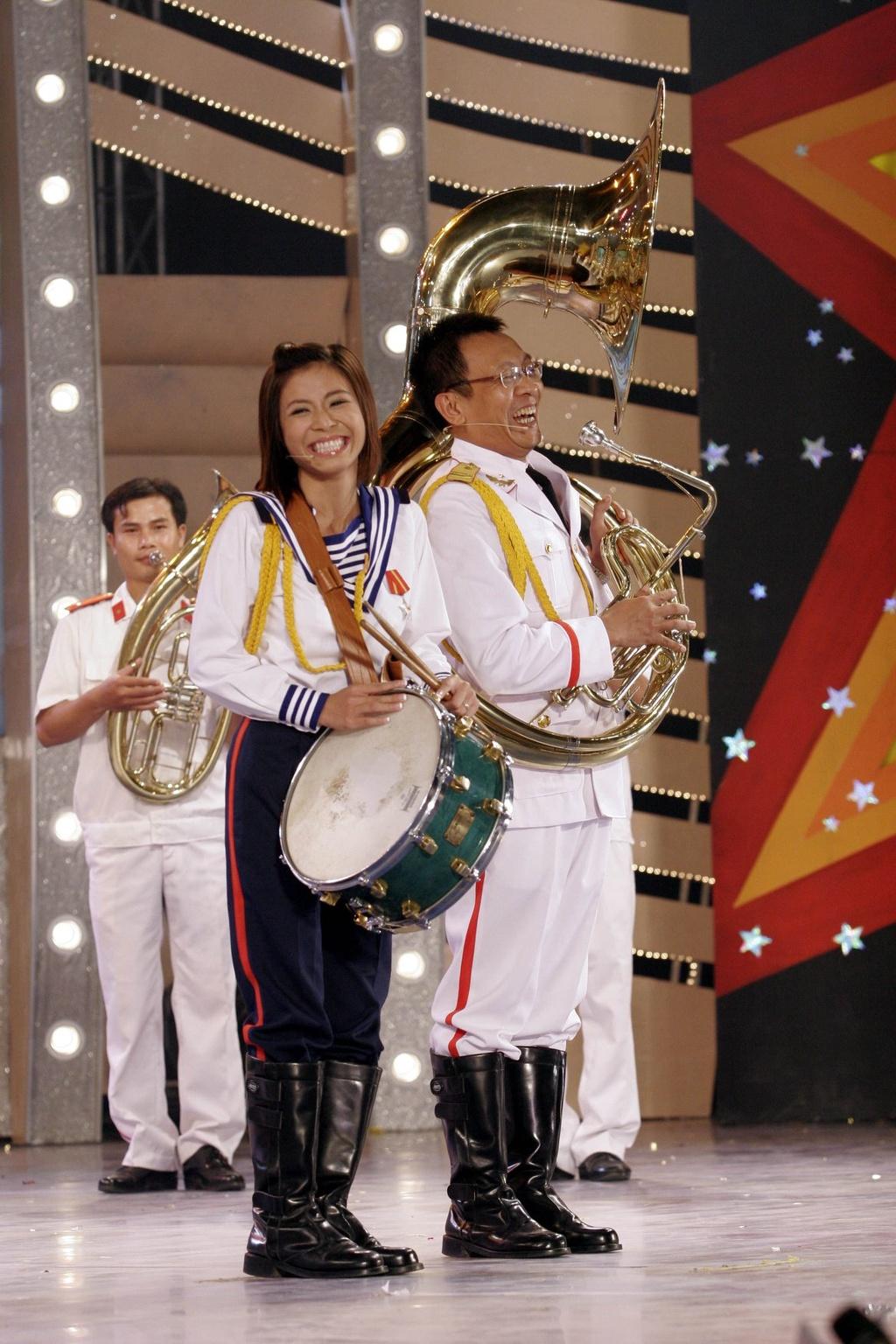 Hinh anh MC Lai Van Sam, Hoang Linh dan Chung toi la chien si tu 2006 hinh anh 10 null