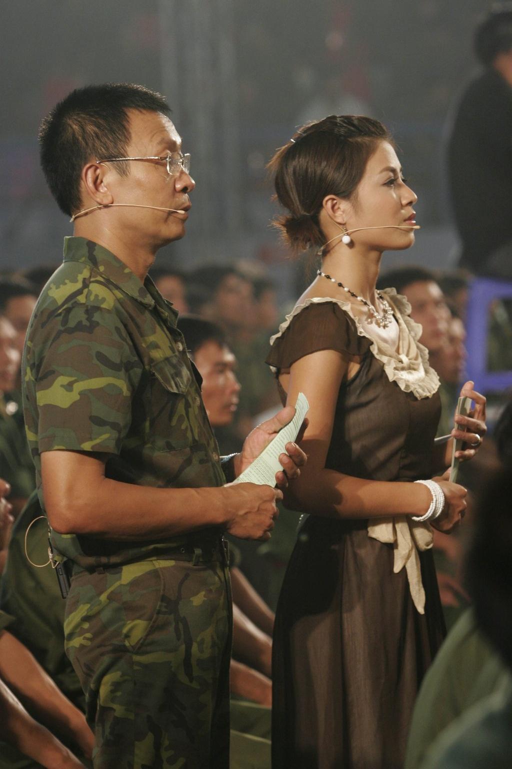 Hinh anh MC Lai Van Sam, Hoang Linh dan Chung toi la chien si tu 2006 hinh anh 7 null