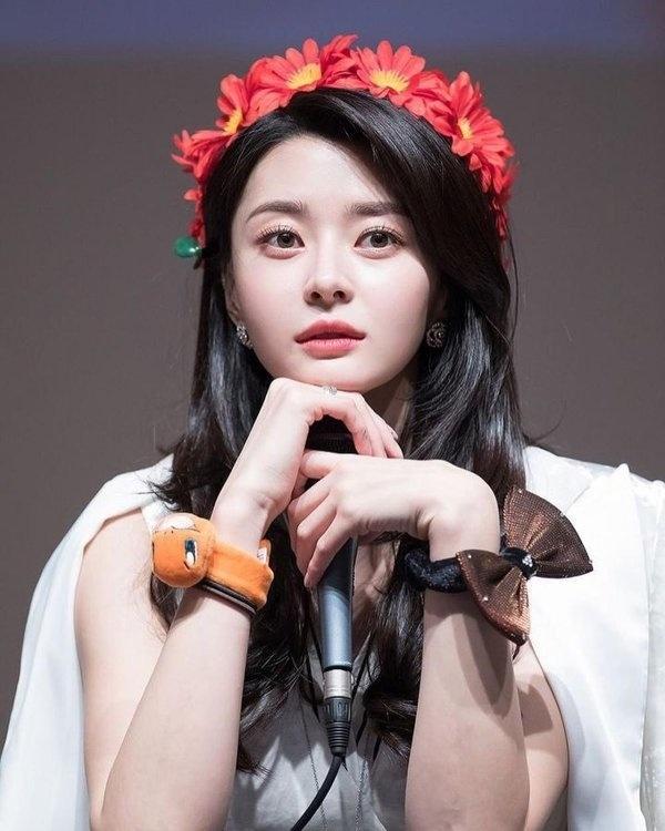 Sac voc nong bong cua my nu 'an chao da bat' trong 'Itaewon Class' hinh anh 6 kwon_nara_la_ai_ban_gai_cua_lee_jong_suk_1a1a435a.jpg