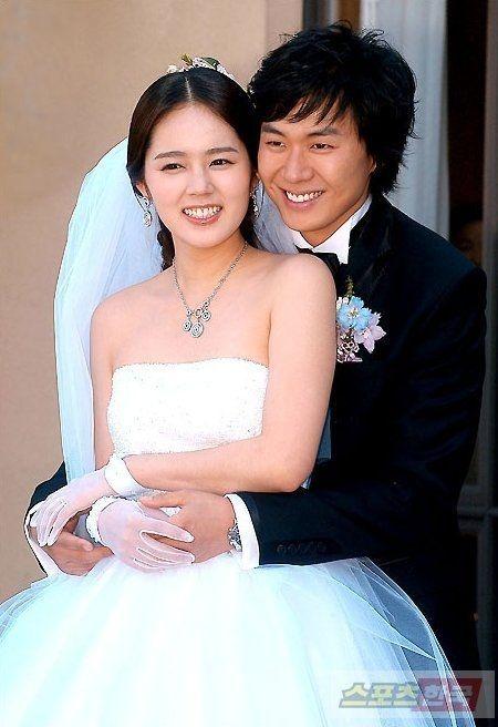 Nghe si de yeu hay chieu tro trong nhung on ao 'phim gia tinh that'? hinh anh 2 han_ga_in_yeon_ung_hoon_la_nguoi_chong_hoan_hao_.jpg