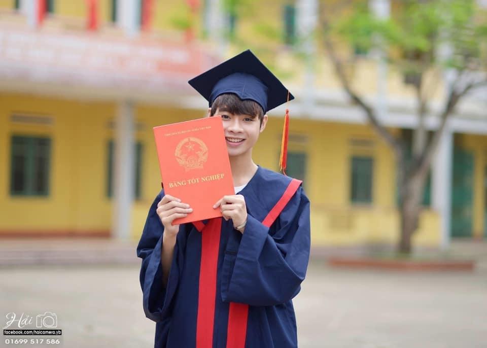 Han Bin tên thật là Ngô Ngọc Hưng, sinh ngày 19/1/1998 tại Yên Bái. Trước khi xuất hiện tại I-Land, Han Bin là sinh viên chuyên ngành Marketing của Đại Học Thương mại Hà Nội. Đầu năm 2019, chàng trai 22 tuổi xóa hết tài khoản mạng xã hội để sang Hàn làm thực tập sinh của Big Hit Entertainment. Ảnh: Hải Studio.
