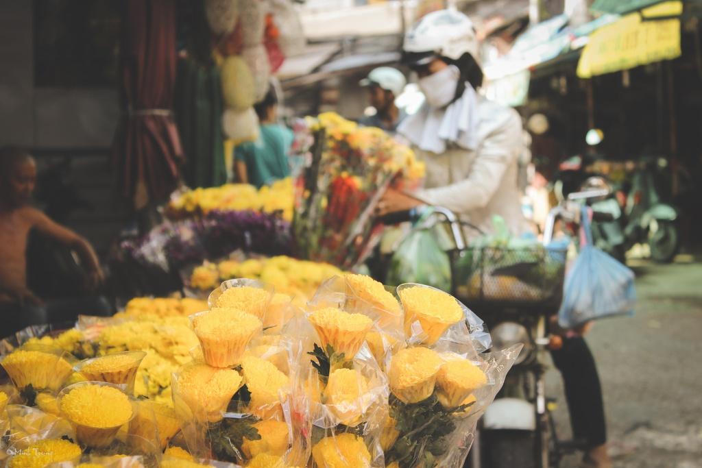 Sac mau binh di tai cho hoa lon nhat Sai Gon hinh anh 2