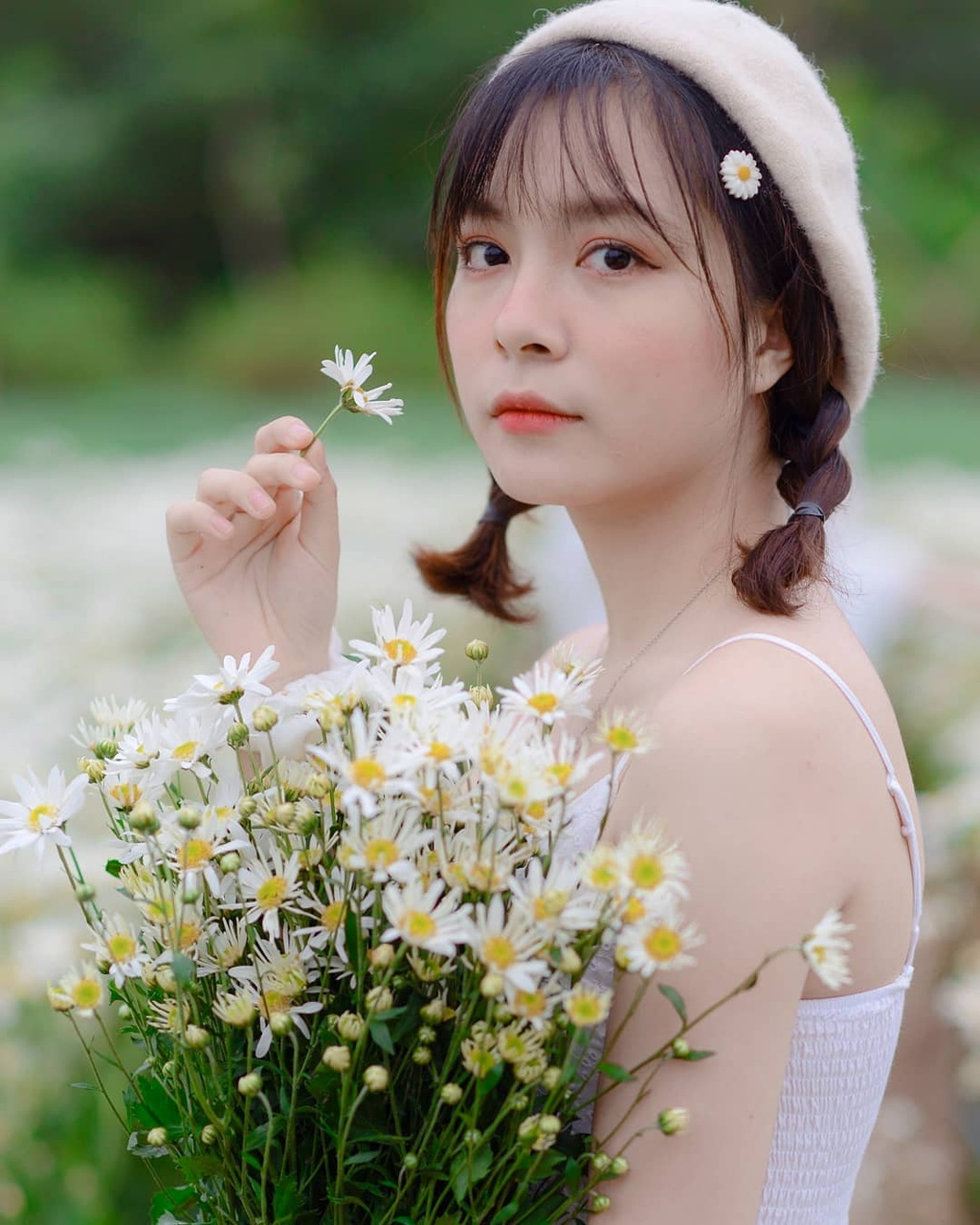 Gioi tre Ha Noi ru nhau check-in voi cuc hoa mi hinh anh 11