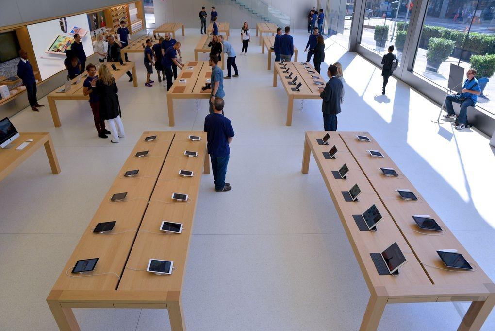 Ben trong Apple Store kieu moi hinh anh 10