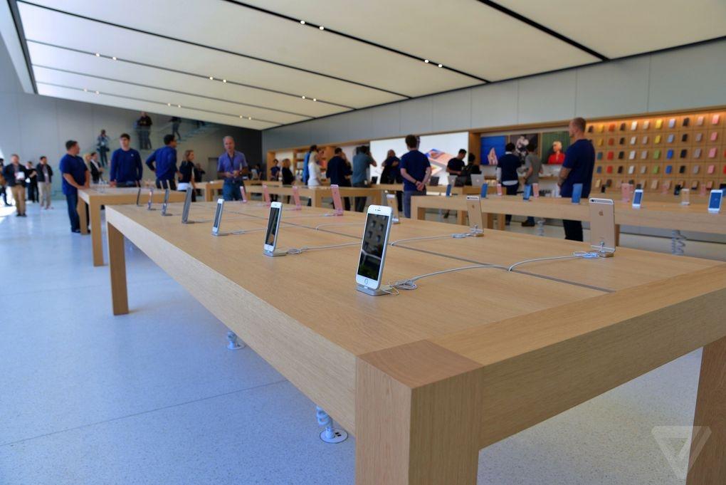 Ben trong Apple Store kieu moi hinh anh 11
