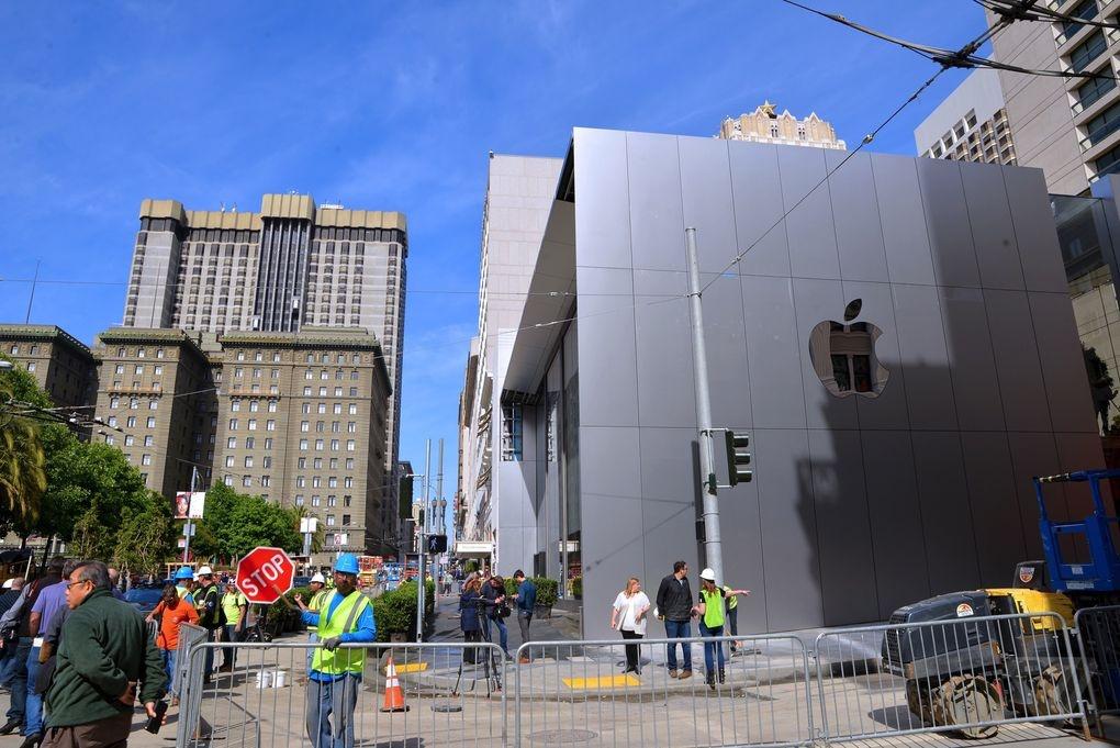 Ben trong Apple Store kieu moi hinh anh 3
