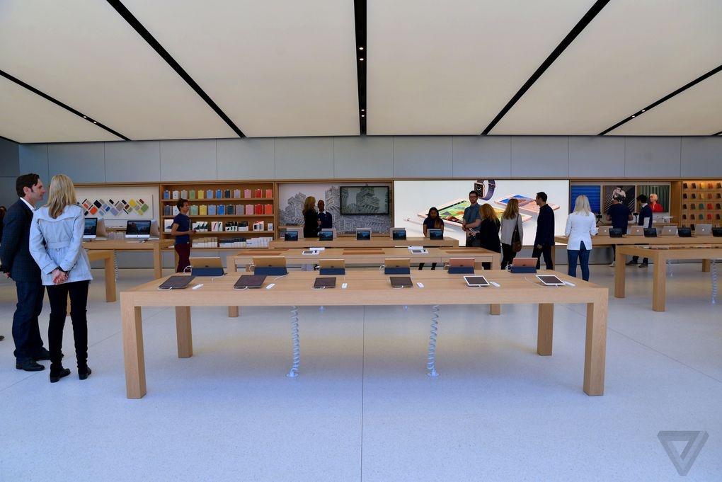 Ben trong Apple Store kieu moi hinh anh 8