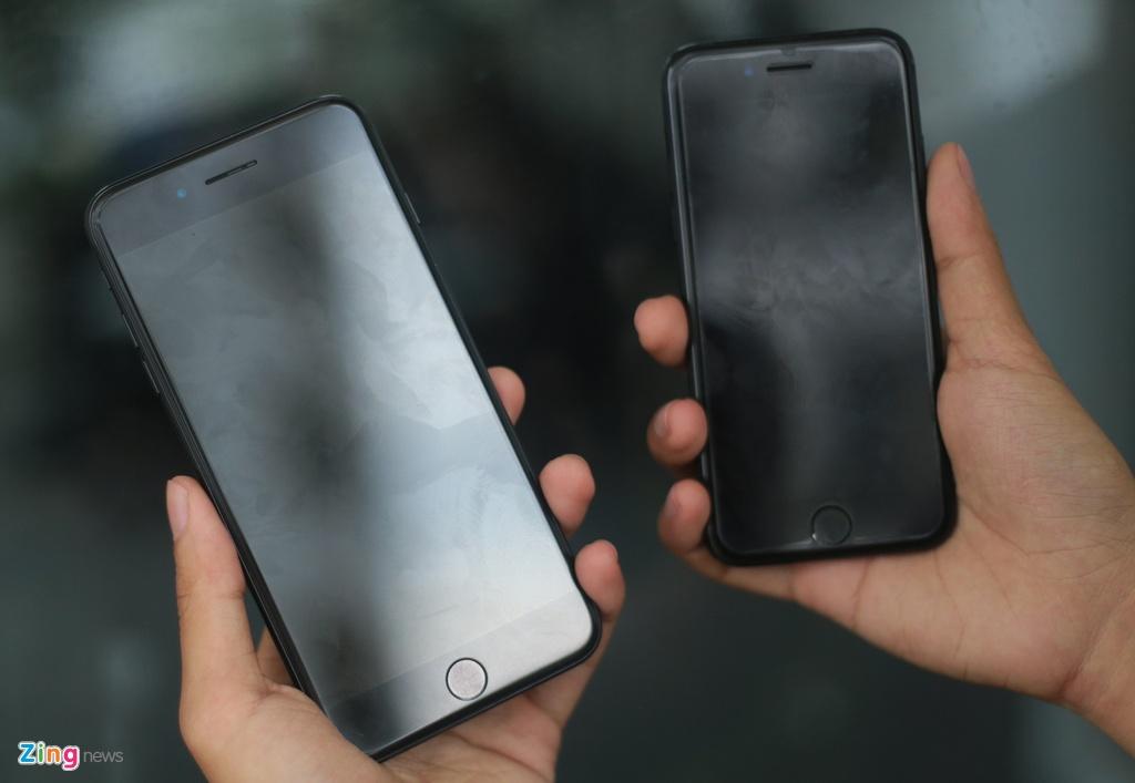 Bo doi iPhone 7 Jet Black tai Viet Nam hinh anh 3