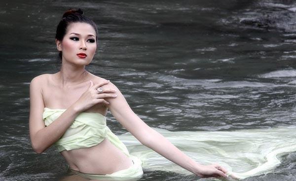 Người đẹp Mạc Anh Thư đến với Huy Khánh đã gây sốc trong dư luận