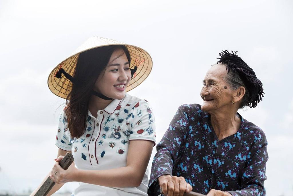 Van Mai Huong duoi ong kinh nhiep anh gia nguoi Phap anh 4