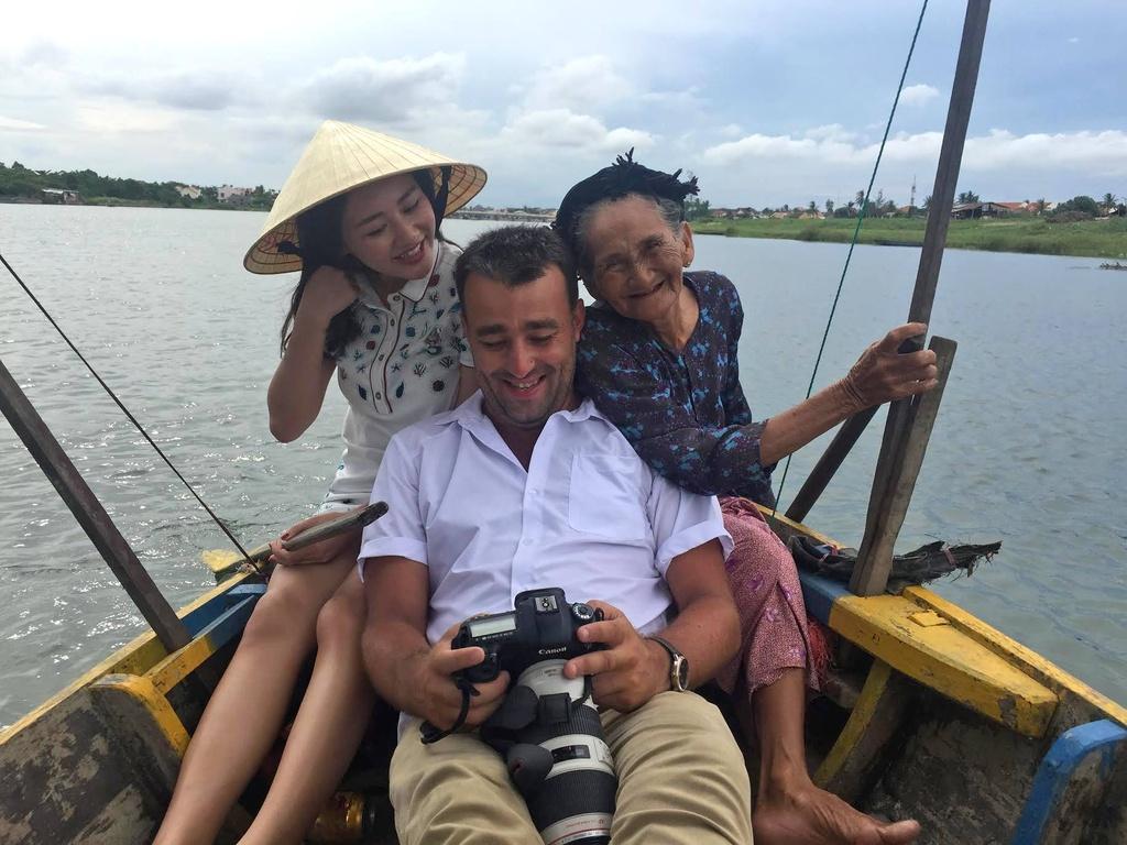 Van Mai Huong duoi ong kinh nhiep anh gia nguoi Phap anh 5