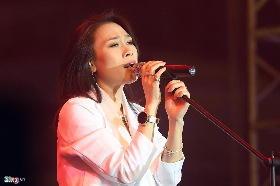 My Tam lot vao Billboard: Binh thuong hay dang tu hao? hinh anh 4