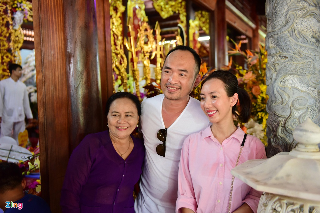 Tran Thanh, Ho Ngoc Ha toi dang huong o nha tho To cua Hoai Linh hinh anh 11