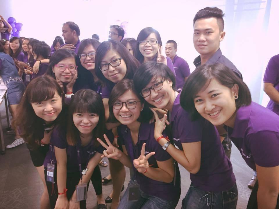 Với chị Hương, đồng nghiệp không chỉ là cộng sự mà còn là những người truyền lửa cho nhau.