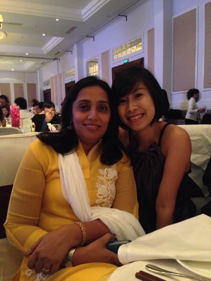 Chị Tạ Thu Hương (phải) và bà Roopa Dhawan - Giám đốc điều hành Mindshare Việt Nam.
