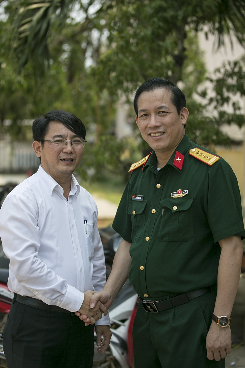 Huyen dao Ly Son: Cap doi giay phep lai xe giua bien khoi hinh anh 10