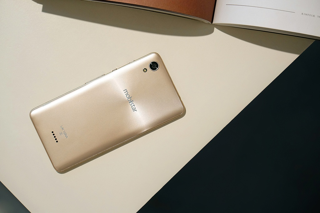 Dap hop LAI Yuna X: Smartphone voi nut selfie chuyen biet hinh anh 2