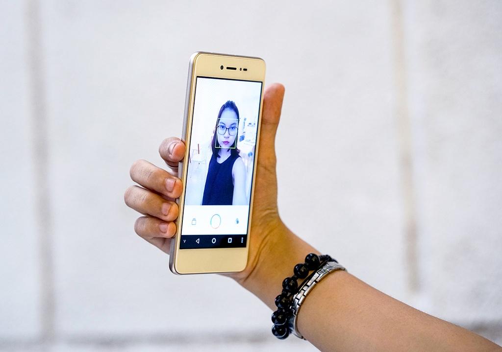 Dap hop LAI Yuna X: Smartphone voi nut selfie chuyen biet hinh anh 6