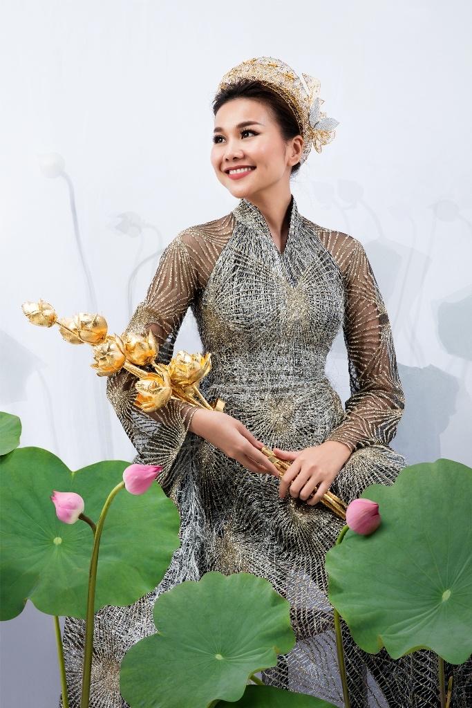 Thanh Hang dam tham trong BST trang suc dam tinh than dan toc hinh anh 1