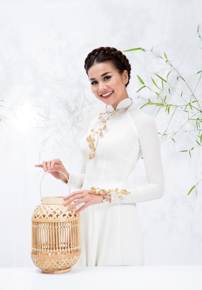Thanh Hang dam tham trong BST trang suc dam tinh than dan toc hinh anh 5