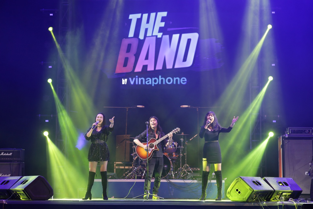 The Band by VinaPhone anh 1
