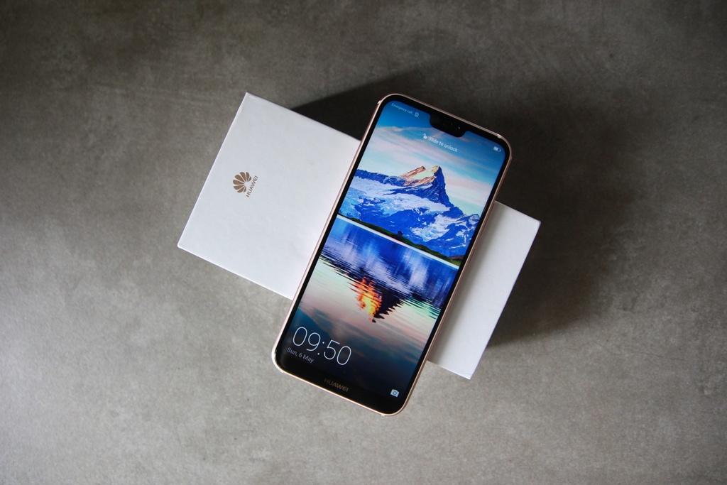 Can canh Huawei Nova 3e phien ban mau hong hinh anh 1