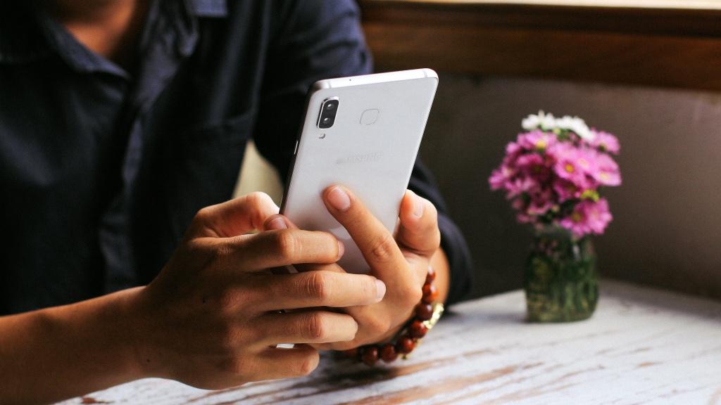 Galaxy A8 Star: Mau smartphone dang chu y nhat trong series A hinh anh 6