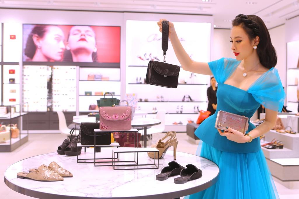 Angela Phuong Trinh dien dam cong chua thanh lich du su kien hinh anh 1