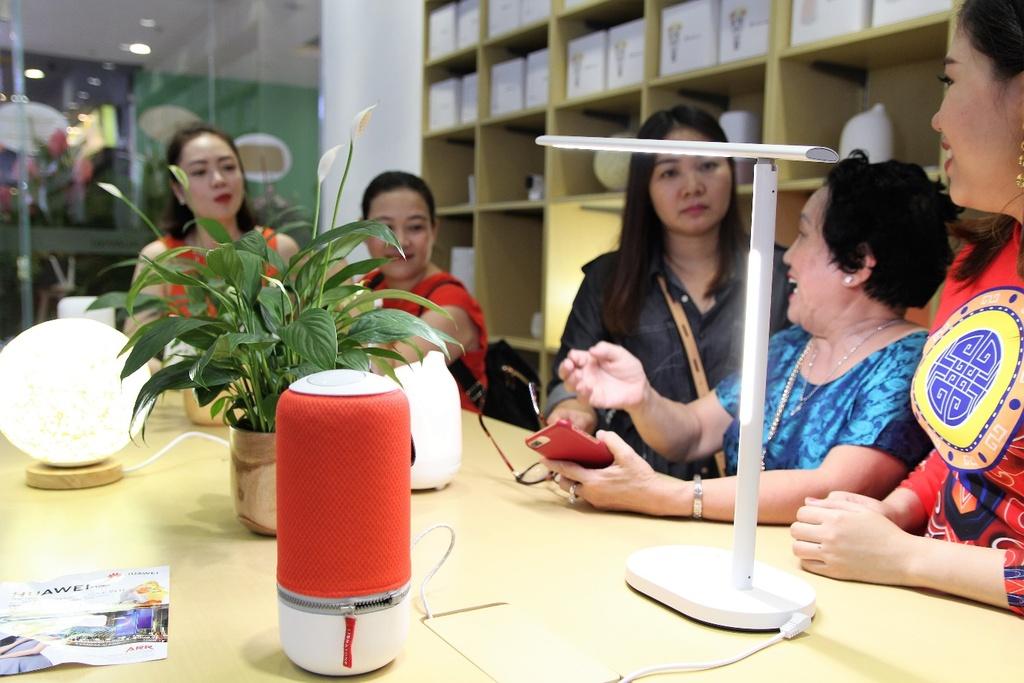Huawei khai truong cua hang trai nghiem dau tien tai Viet Nam hinh anh 9