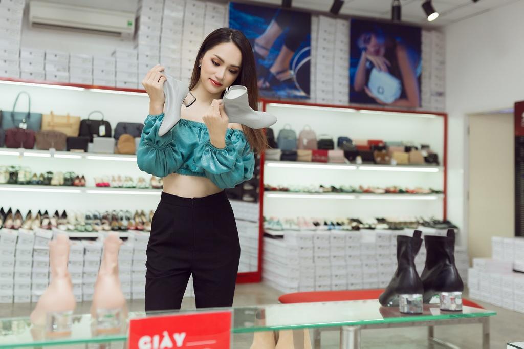 Huong Giang, Ninh Duong Lan Ngoc ru nhau di mua sam ngay Black Friday hinh anh 1