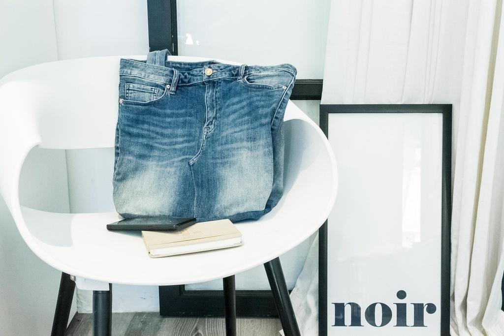 H'Hen Nie khoe voc dang khoe khoan voi quan jeans hinh anh 11