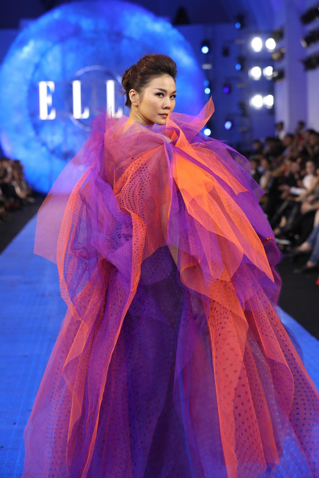 Thanh Hang dien menswear, Chau Bui ca tinh du show thoi trang hinh anh 2