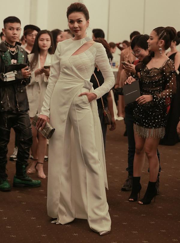 Thanh Hang dien menswear, Chau Bui ca tinh du show thoi trang hinh anh 1
