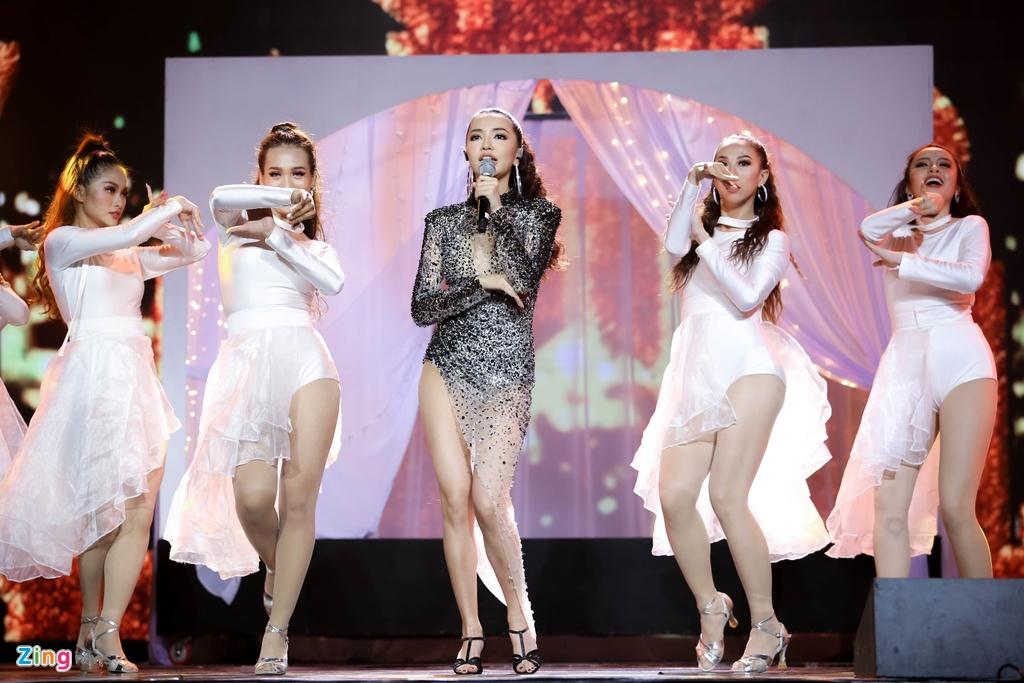 Ji Yeon va Soobin lan dau song ca trong dem nhac Viet - Han tai TP.HCM hinh anh 16