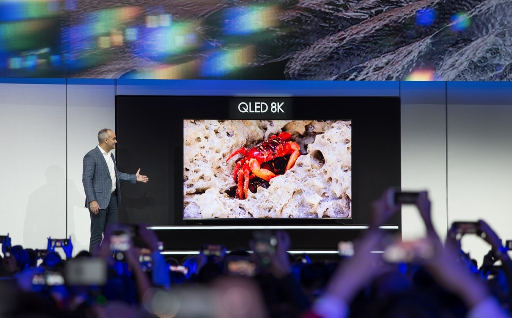 Samsung ra mat TV 8K 98 inch lon nhat the gioi, tich hop AI hinh anh 1