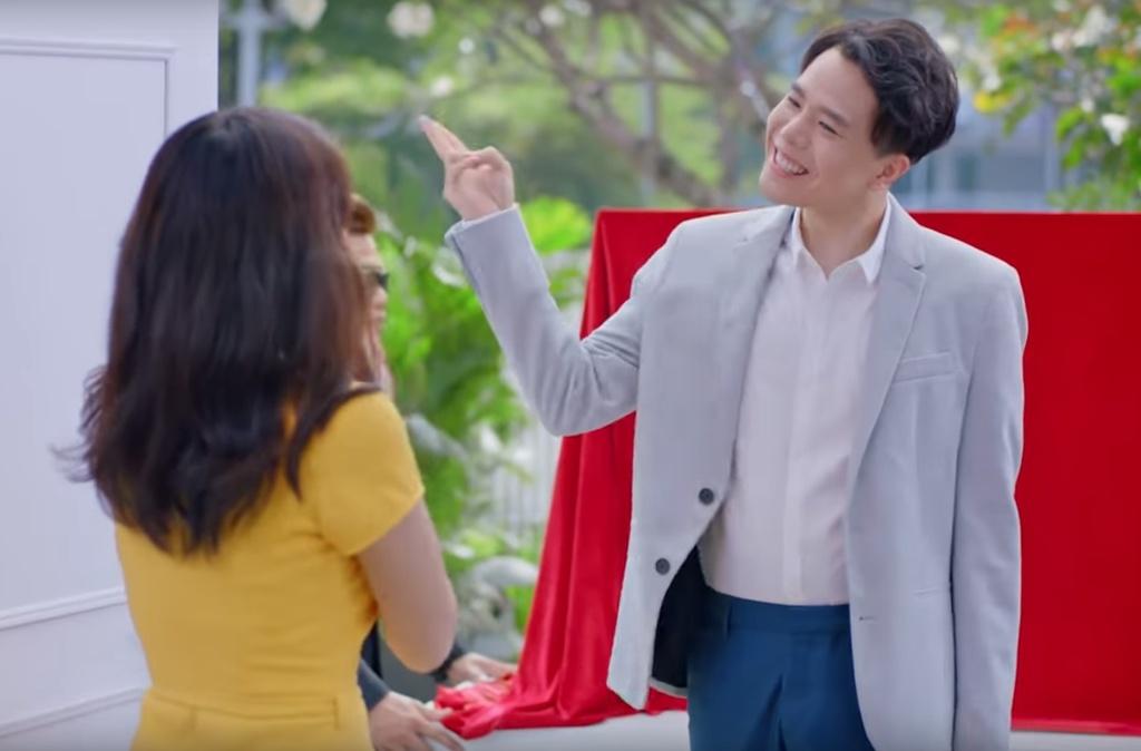 Trinh Thang Binh thoat e, chinh phuc gia dinh ban gai trong clip moi hinh anh 2