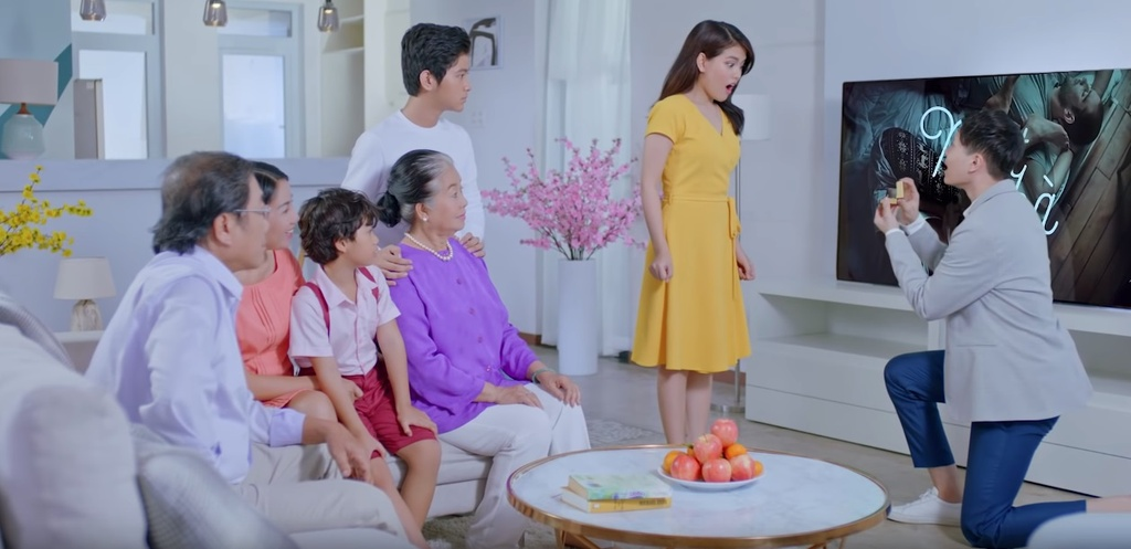 Trinh Thang Binh thoat e, chinh phuc gia dinh ban gai trong clip moi hinh anh 9