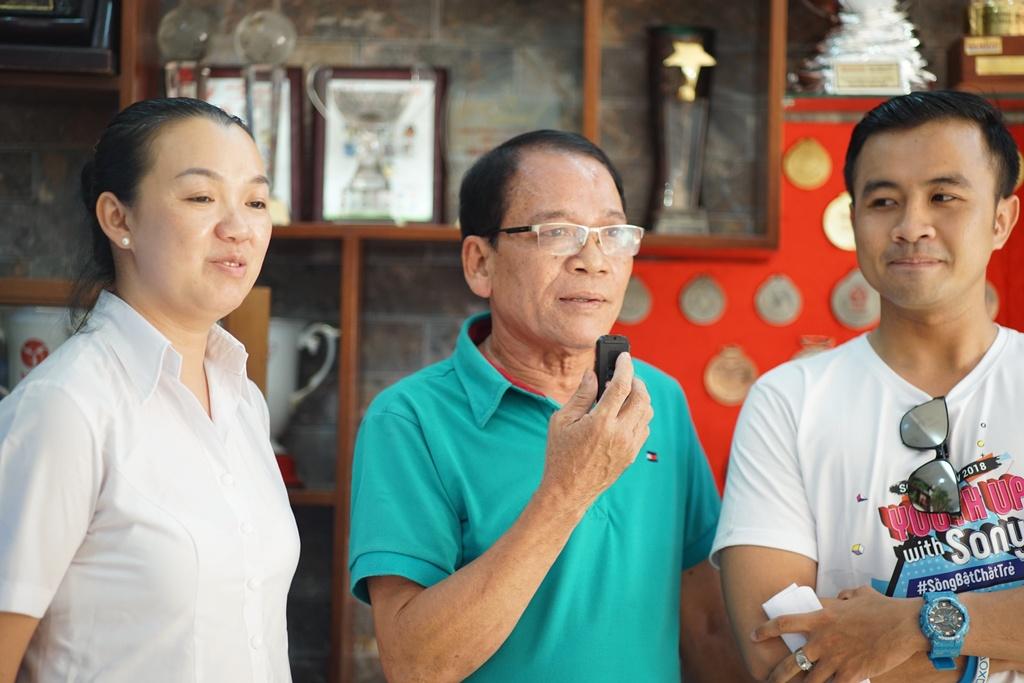 Gia dinh Van Lam, Cong Phuong nhan qua Tet som tu Sony hinh anh 3