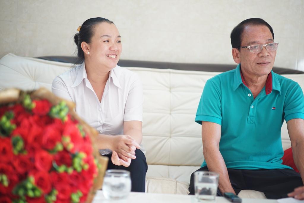 Gia dinh Van Lam, Cong Phuong nhan qua Tet som tu Sony hinh anh 4