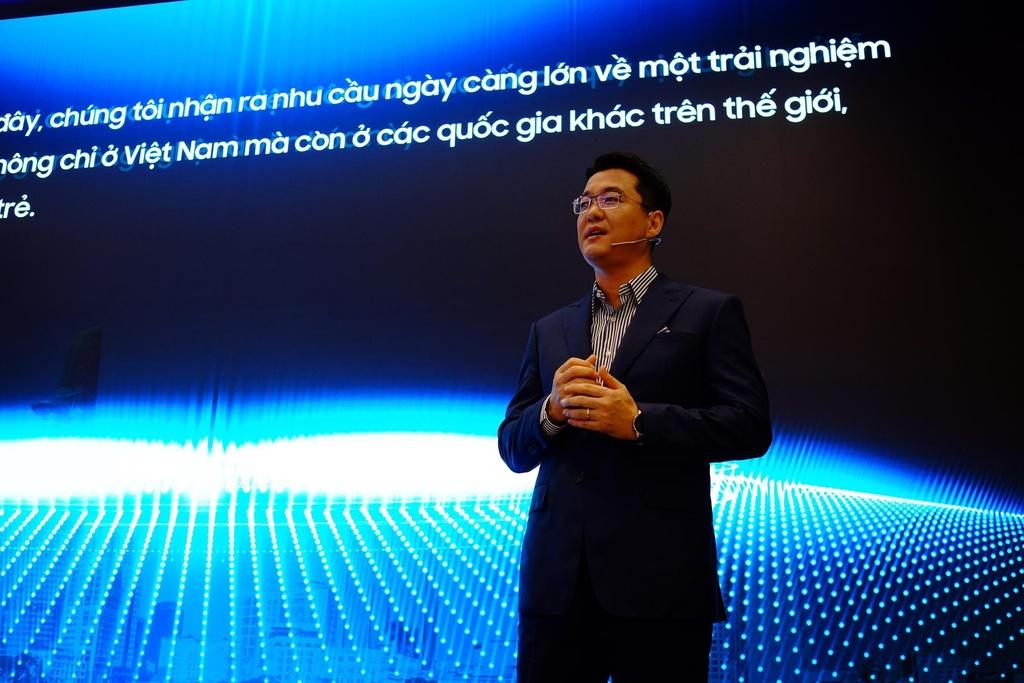 Dong Nhi, PewPew hao hung trai nghiem cong nghe tai Samsung Showcase hinh anh 12