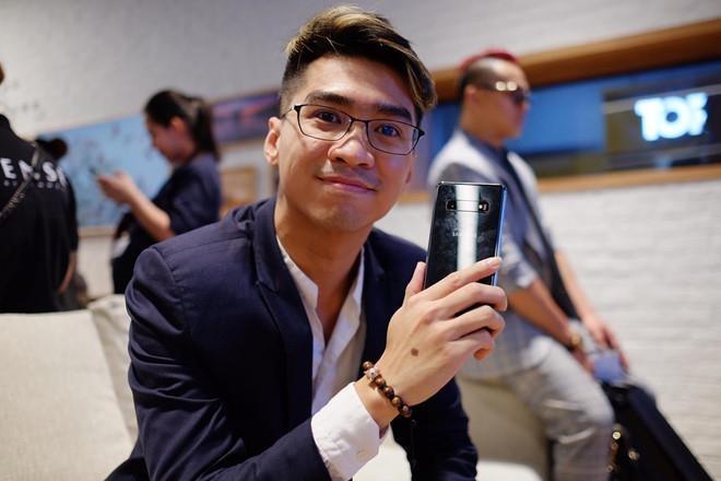 Dong Nhi, PewPew hao hung trai nghiem cong nghe tai Samsung Showcase hinh anh 6